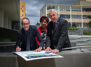 A firm commitment to make Toowoomba an easier and more enticing area for residents to walk to work and more generally move around the city today was formalised at the signing of an international charter for walking.
